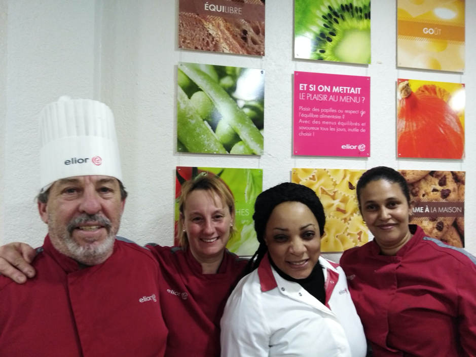 Monsieur Moréno chef cuisinier et son équipe ELIOR