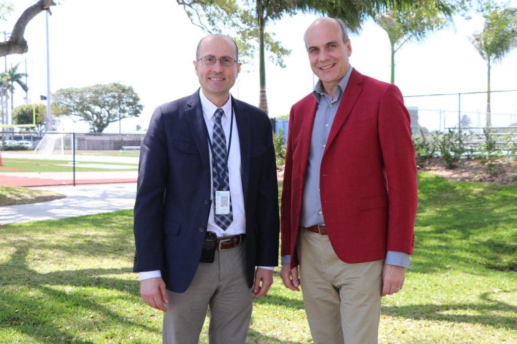 Notre directeur M. Guerra et le directeur du St Brendan High School